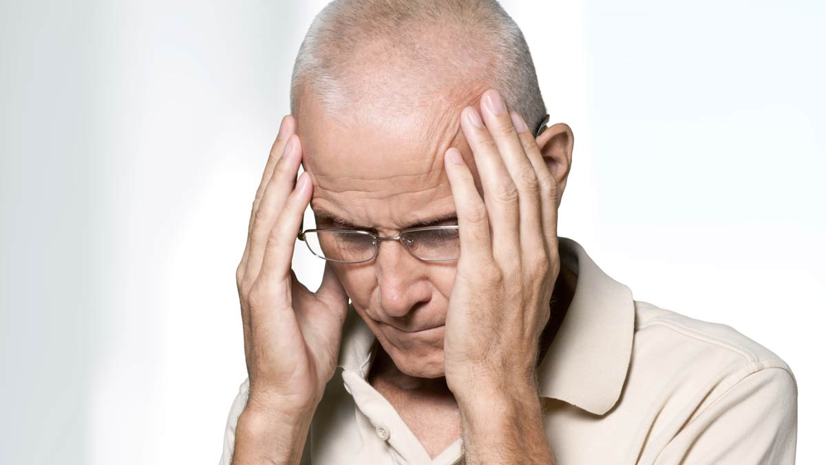 A man with a headache for the article What everyone needs to know about strokes.