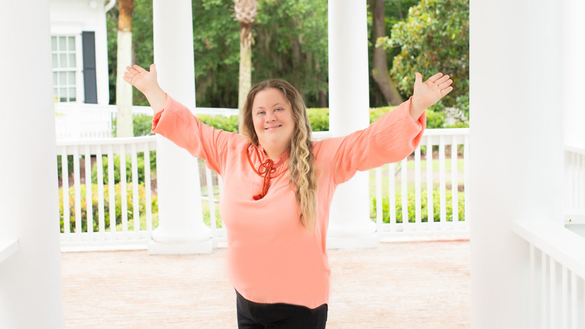 Trista Kutcher - Bringing a Bit of Sunshine to the World. At only 32 years old, she owns her own company, Trista's Sunshine Company.